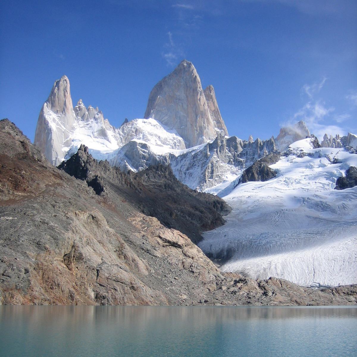 Cerro Torre, skalna iglica w Patagonii