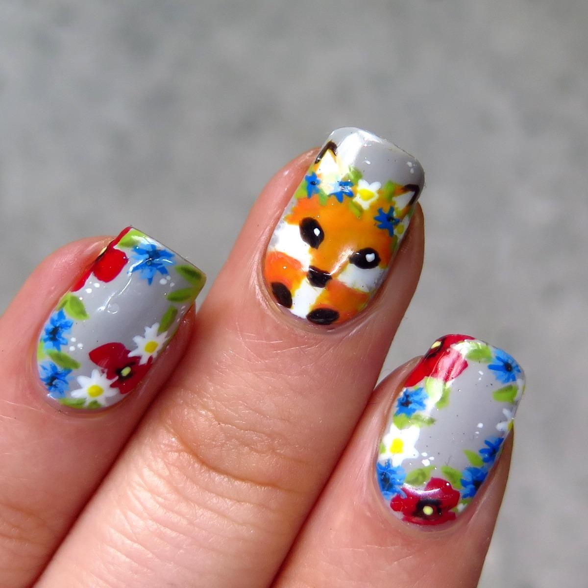 zdobienie paznokci w polne kwiaty maki chabry stokrotki kwiaty wianek lis cienistość thecieniu