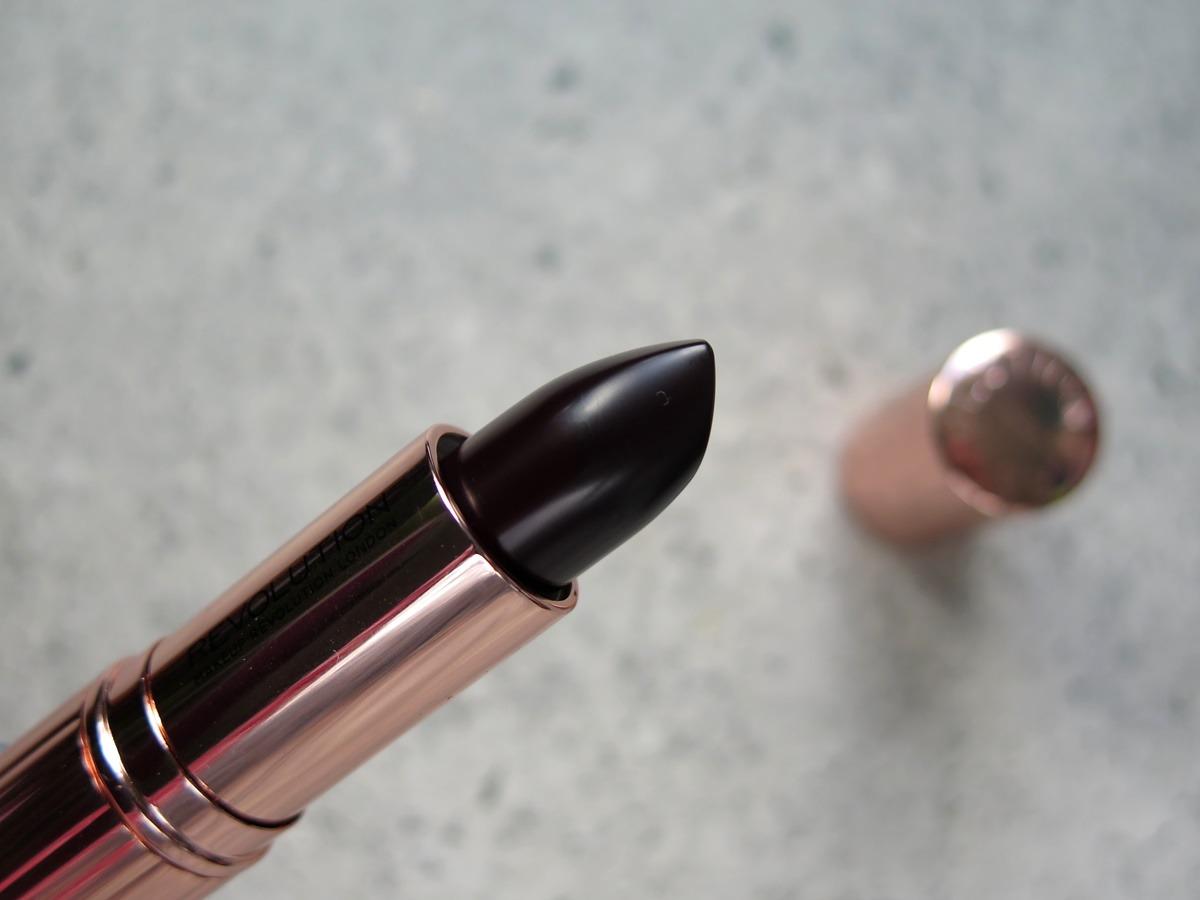 szminka makeup revolution renaissance exempt czarna ciemna fioletowa