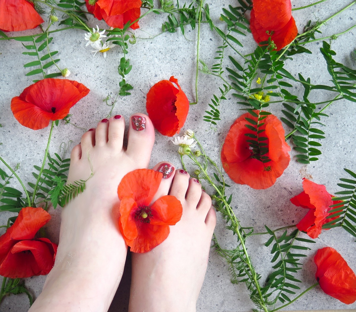 pedicure czerwone paznokcie stopy manirouge maki