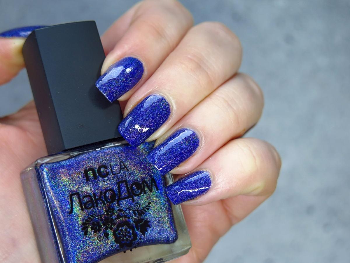 niebieski granatowy kobaltowy lakier do paznokci holograficzny NCLA Volga swatch