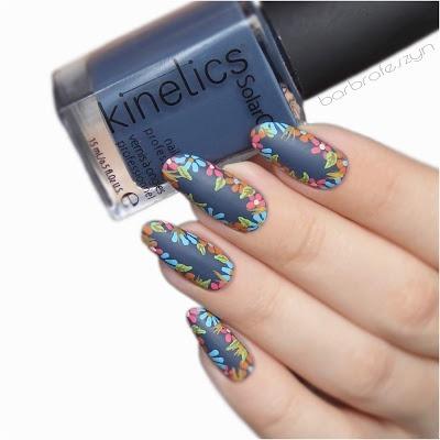 zdobienie paznokci w kwiaty kinetics granatowy niebieskie