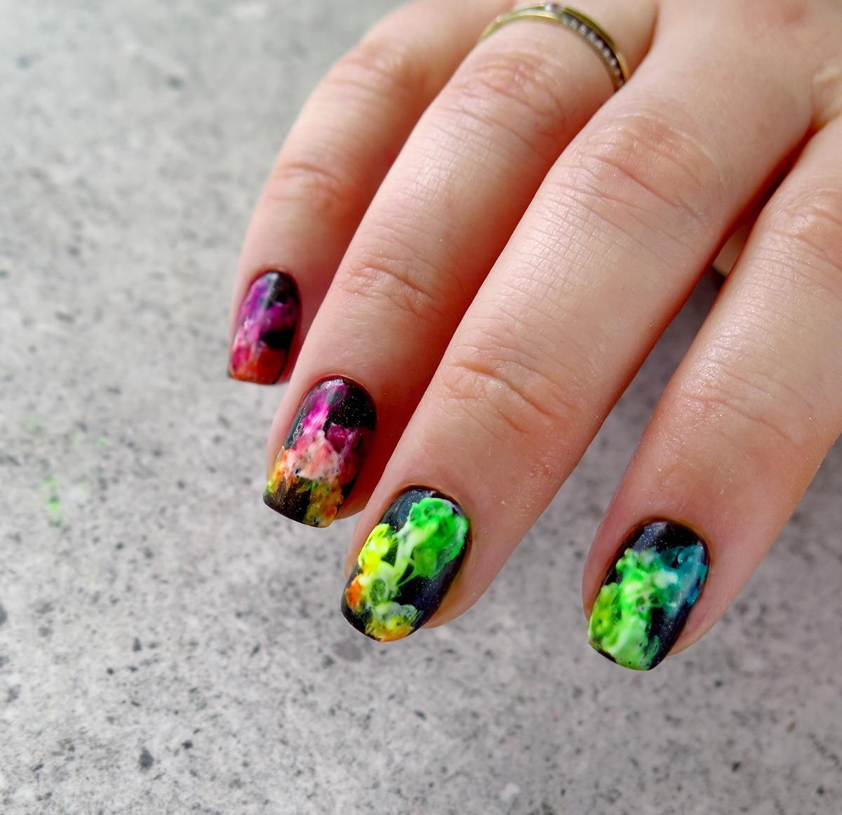 smoke nails paznokcie neonowe tęczowe dymki akryl proszek akrylowy pigment