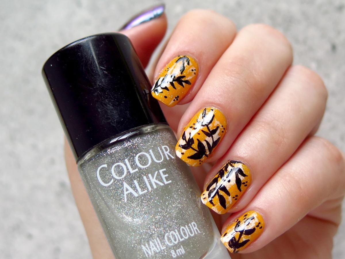 zdobienie paznokci pomarańczowe liście tropikalne wzory