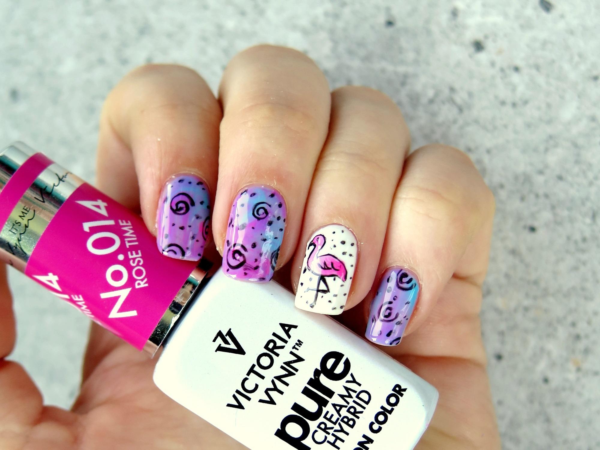 zdobienie paznokci różowe fioletowe flaming ręcznie malowane