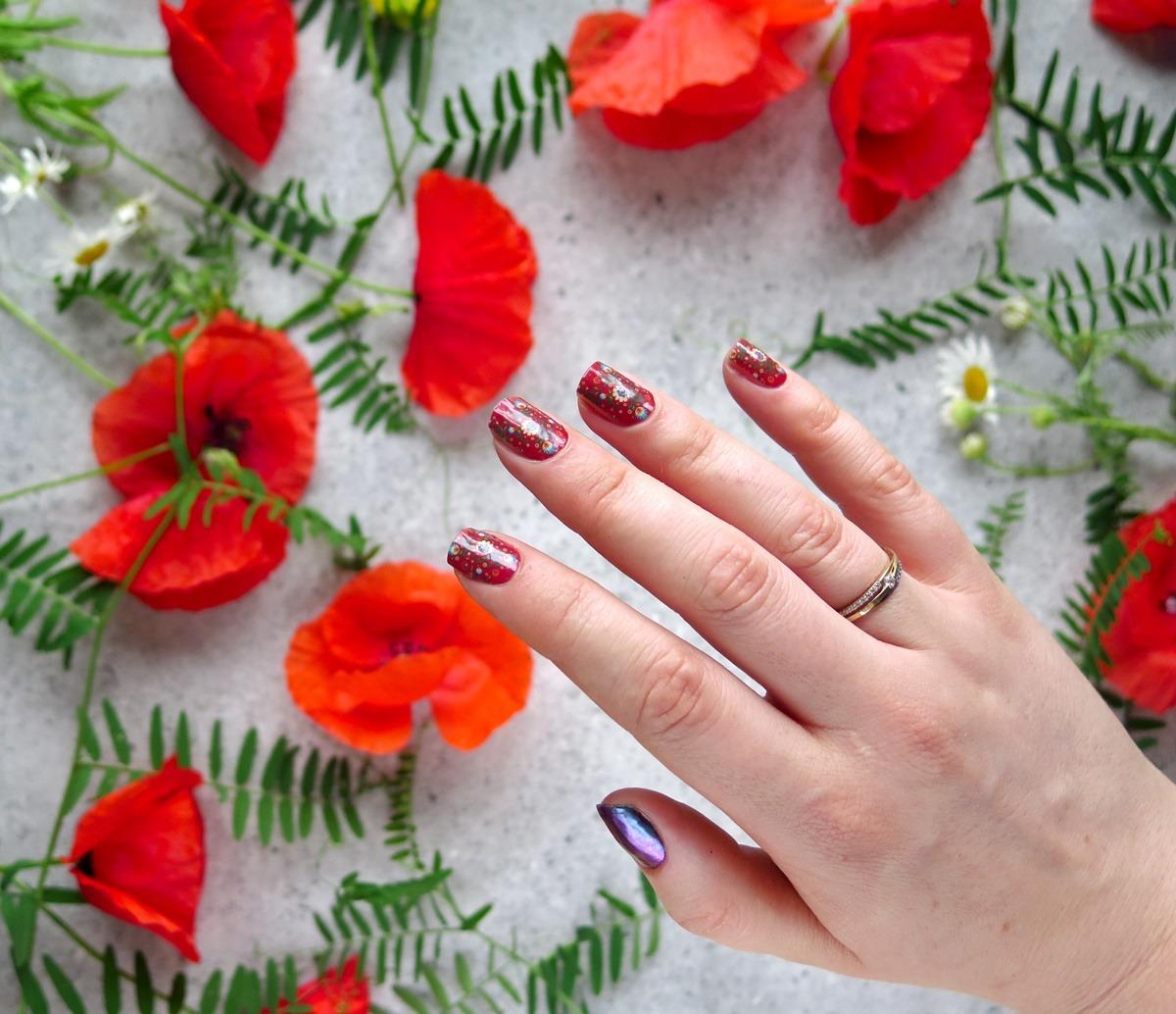 paznokcie czerwone folkowe wzory łowickie manirouge naklejki termiczne emma