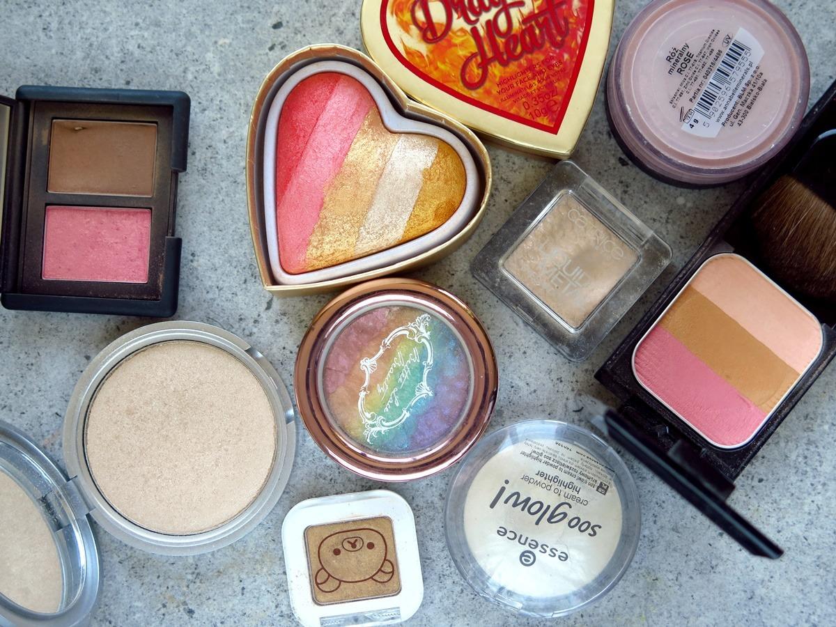 kosmetyki do makijażu twarzy rozświetlacz róż