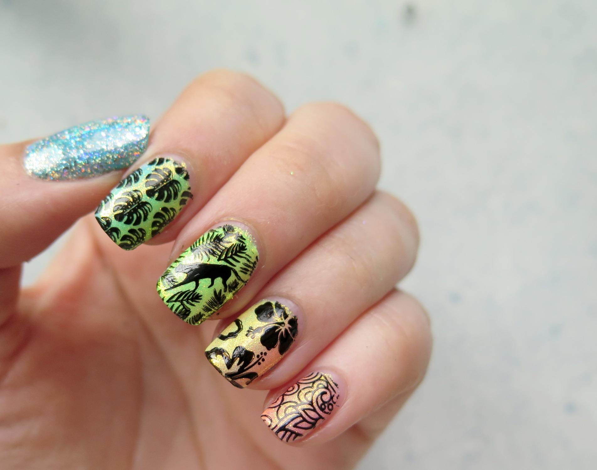 tropikalne zdobienie paznokci kolorowe wzory