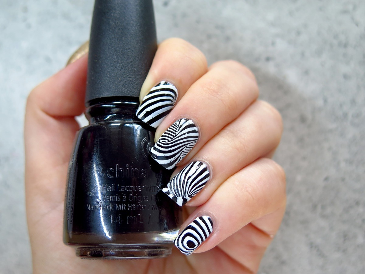 "czarny lakier do paznokci China Glaze ""Liquid Leather"""