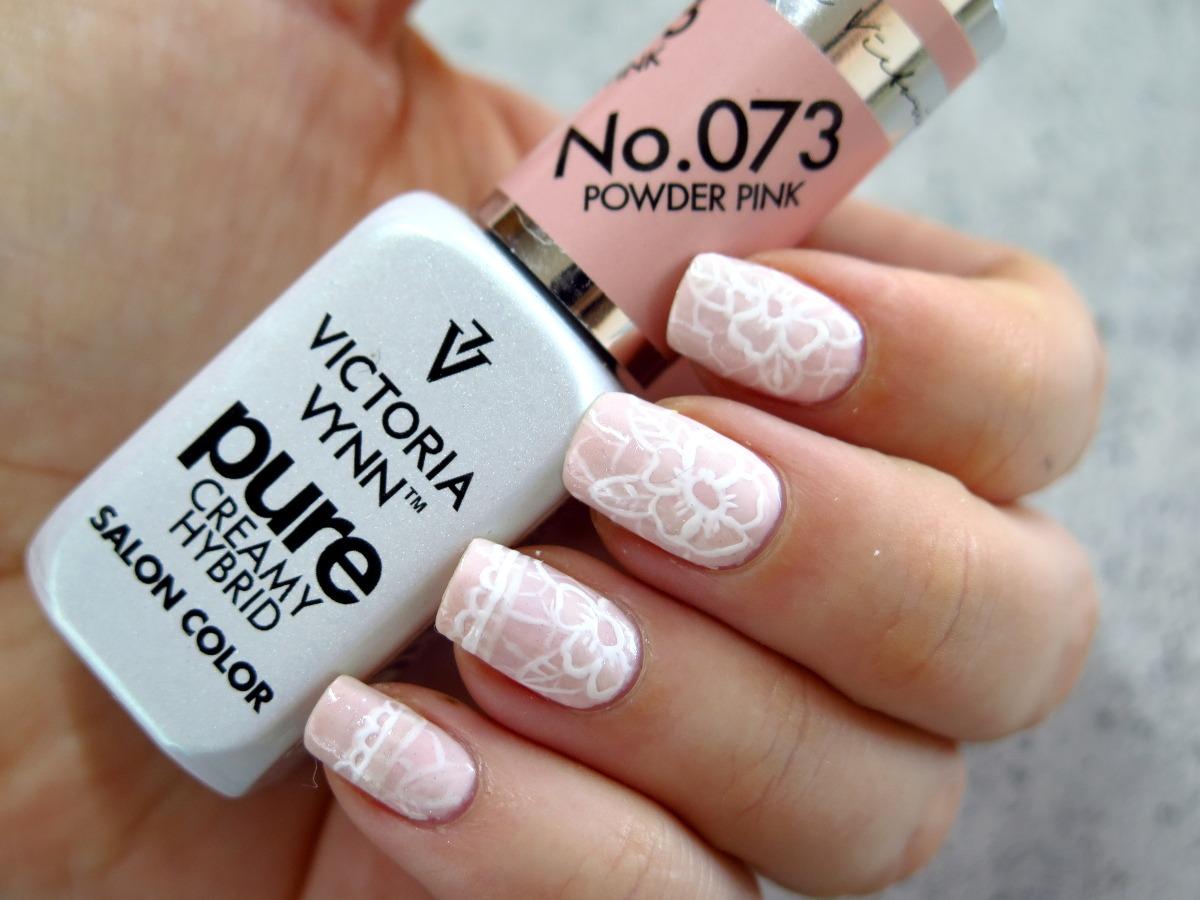zdobienie paznokci koronka delikatne ślubne pastelowe różowe romantyczne hybrydy